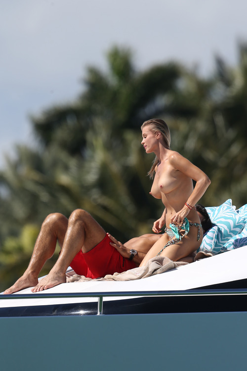 Joanna Krupa Topless in Miami on Feb 22004