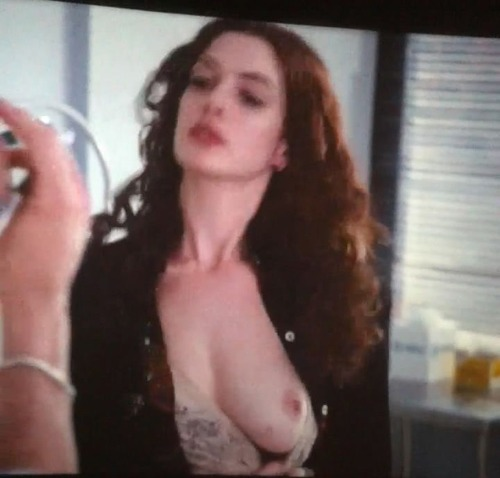 Anne Hathaway - Love & Other Drugs 08