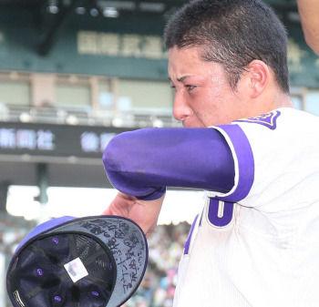 【高校野球】金足農・吉田、号泣「全く歯がたちませんでした。決勝で勝ちきれず悔しいです」…甲子園に感謝 秋田大会から1400球投げ抜く