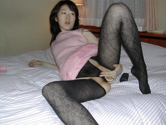 ベッドの上での淫らな人妻
