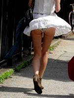 【パンチラ エロ画像】夏が近づくと股がゆるくなっていく素人娘達www 表紙