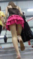 【ローアングル エロ画像】しっかりとパンツを拝むなら素人さんのスカートの中! 表紙