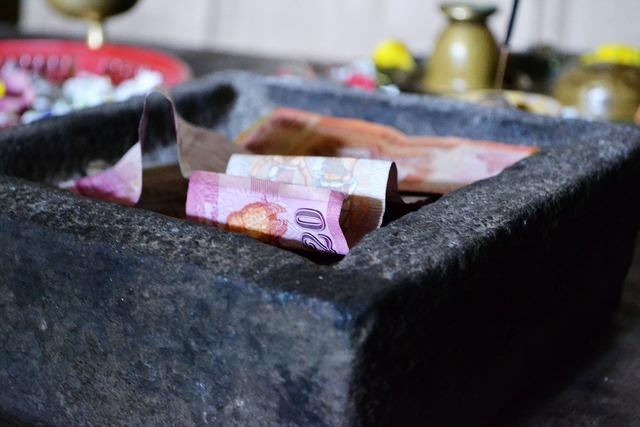 money-185366_1280