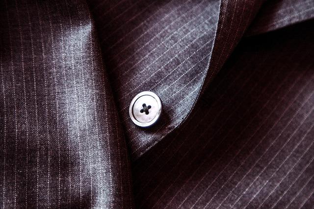 suit-407086_1920