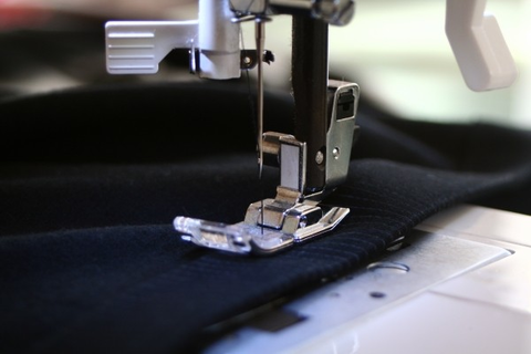 sewing-machine-sewing-precision-fabric-thread