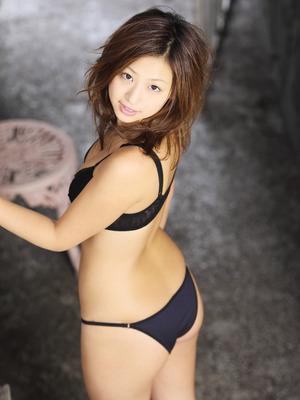 20111220佐山彩香150