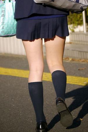 街撮り女子高生の生足0007