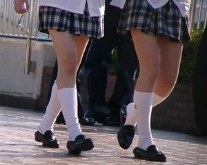 街撮り女子高生の生足0015