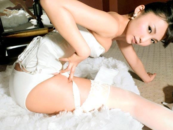 【画像】激エロ美脚!!ガーターベルトフェチ画像