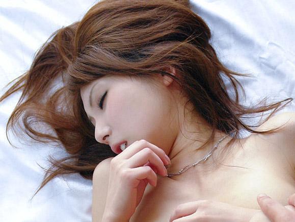 【色白】透き通るような美肌美人35人のエロ画像