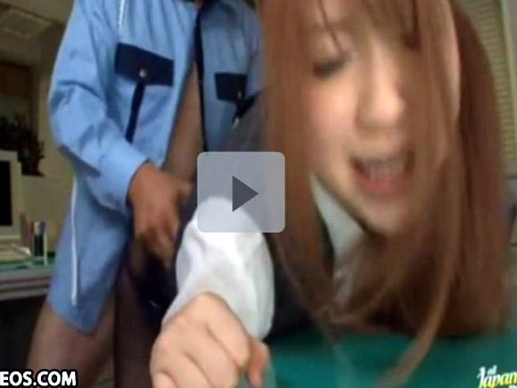 【動画】残業してたら警備員にパンスト破られて犯されちゃった美人OL xvideos