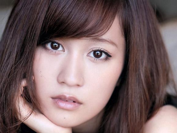 【画像】22歳になった前田敦子のセクシーさ増量中の最新グラビア画像