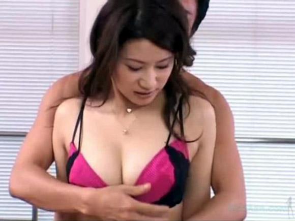 【動画】最初は拒んでた超美人な人妻が快感に負けて結局乱れるエロ動画wwww xvideos