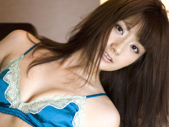 【画像】中川杏奈の下着エログラビア!!生地が薄すぎて乳首が透けてるような…www