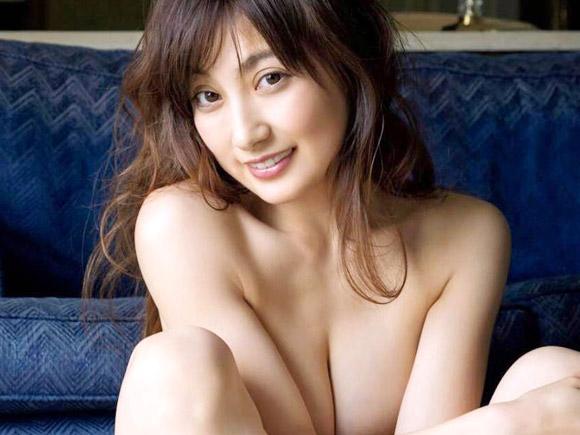 生涯現役宣言の熊田曜子(34) 限界を超えた全脱ぎカットを公開。