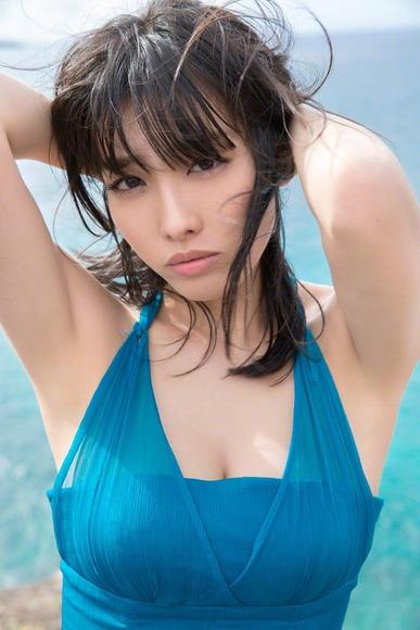 今野杏南 青いドレスのグラビア画像012