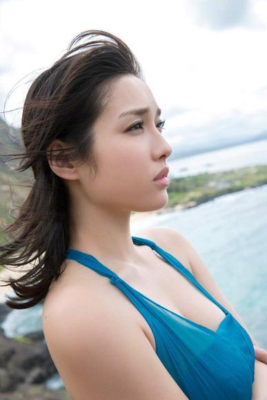 今野杏南 青いドレスのグラビア画像011