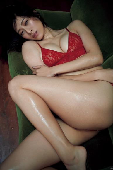 200421染谷有香の過激でエッチなグラビア画像009