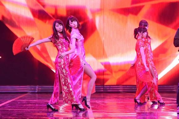 乃木坂46のチャイナドレス画像010