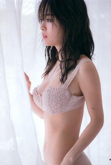 泉里香の写真集オフショットグラビア006