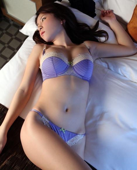 妖艶な下着姿のイイ女-画像008