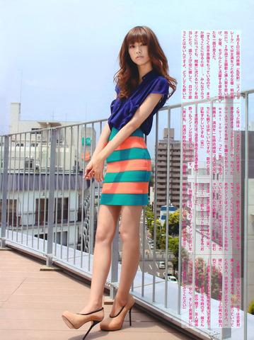 艶やかな衣装の桐谷美玲