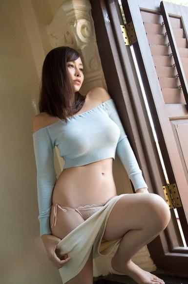 杉原杏璃の着衣巨乳画像021