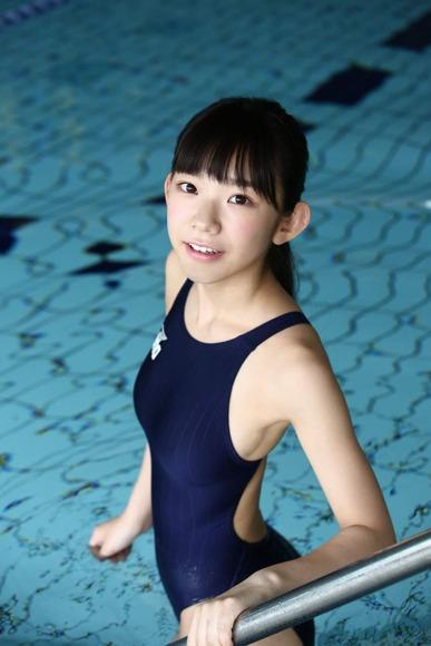 長澤茉里奈の水着画像002