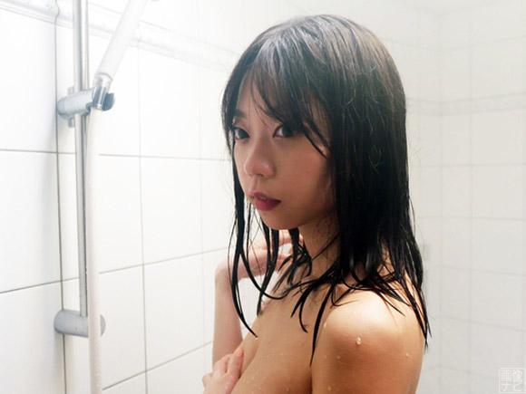 大人気漫画の実写版に主演女優として出演した青山ひかる