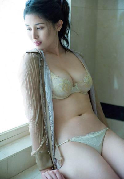 170211橋本マナミのエロ画像012