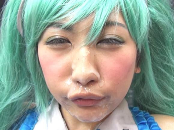 緑髪の美少女にも顔射