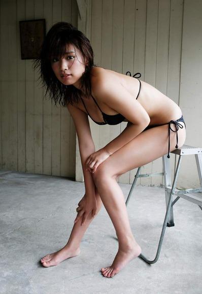 久松郁実の黒水着画像006