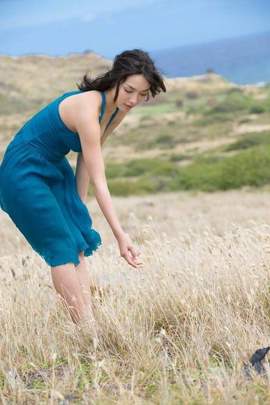 今野杏南 青いドレスのグラビア画像001
