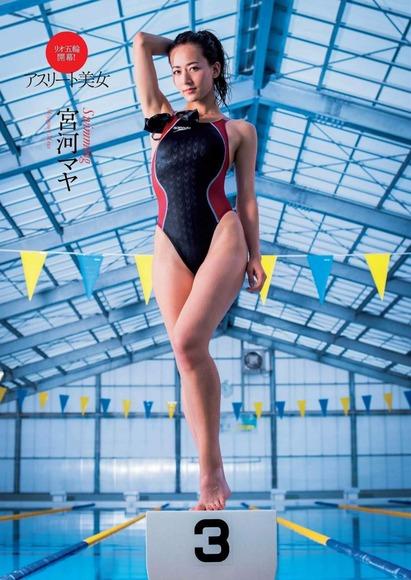 長身スレンダーな宮河マヤの競泳水着と太ももフェチ画像018