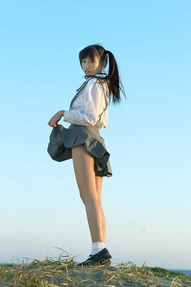 椎名ひかりの制服グラビア画像007