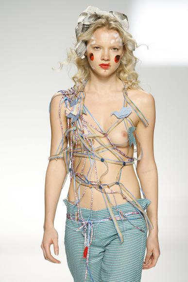 スーパーモデルの乳首チラ018