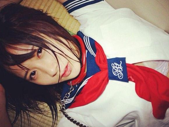 元AKB小野恵令奈が公開した過激シチュ写真でマ●毛が見えてると話題に 画像×6