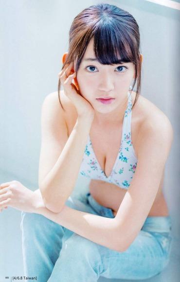 HKT宮脇咲良のグラビア画像021