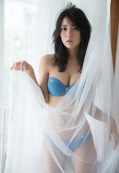 石川恋の下着姿グラビア画像006