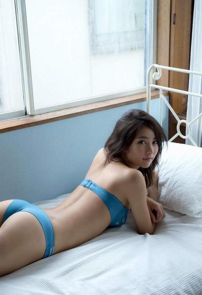 石川恋の下着姿グラビア画像012