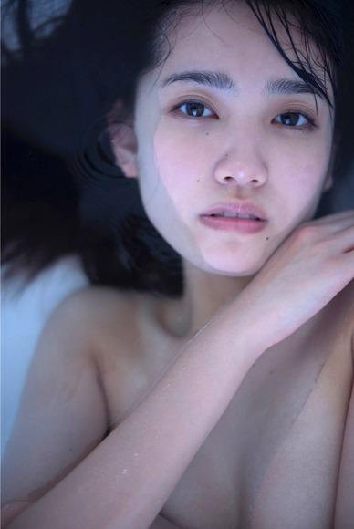 180201加藤玲奈のセミヌード画像001