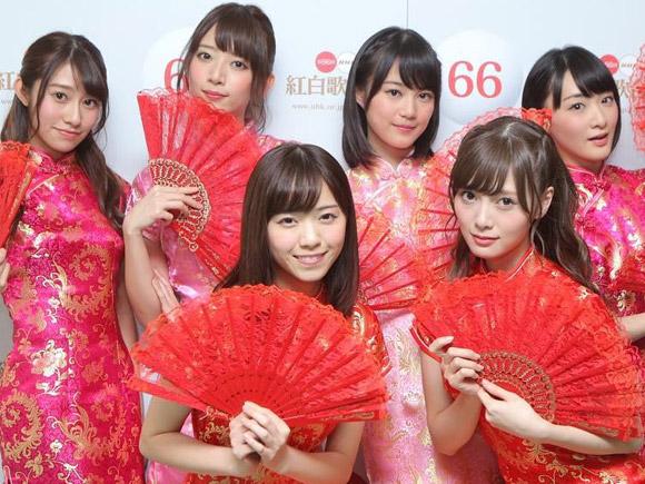 乃木坂の中心メンバーが披露した大胆なスリットの入ったチャイナドレス姿