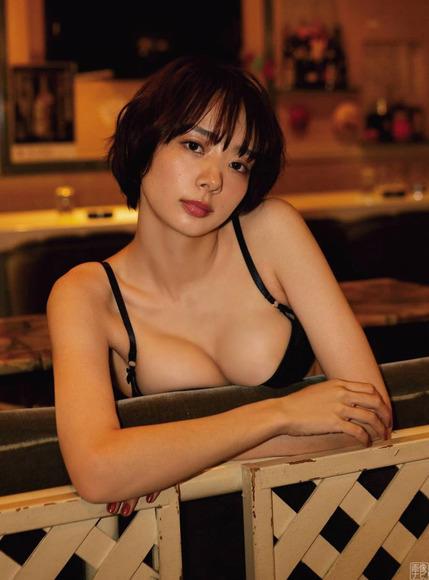 200426岡田紗佳のセクシーなグラビア画像002