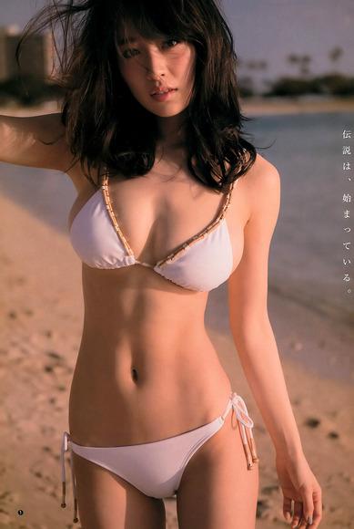 泉里香の写真集オフショットグラビア002