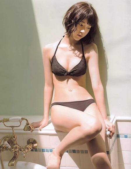 HKT宮脇咲良のグラビア画像067