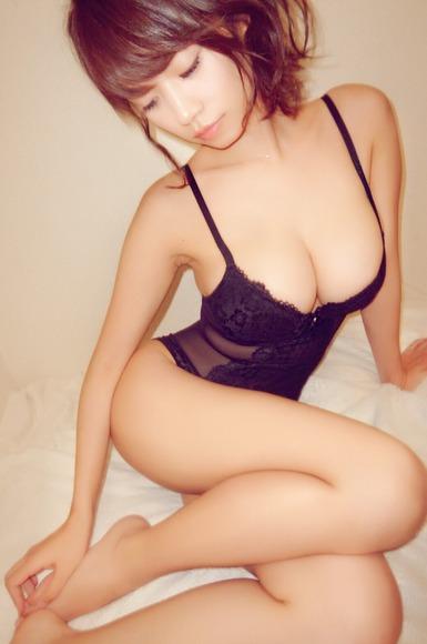 ネグリジェ姿の巨乳なお姉さんのおっぱい画像030