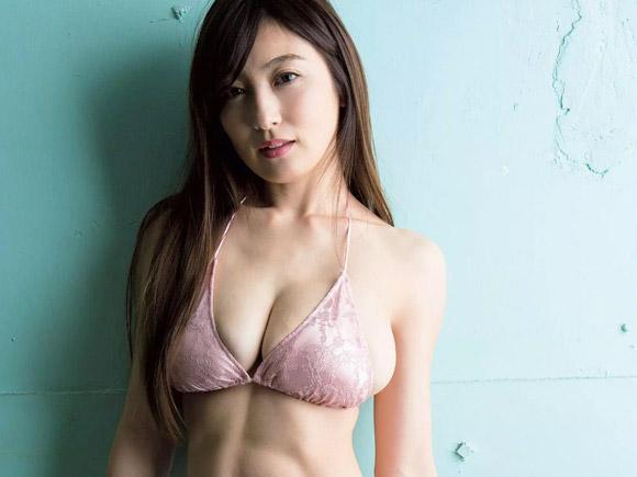 熊田曜子(35) 2児の母が誇る国宝級ボディー。