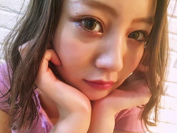 姉の堀北真希とは異なり、本名でモデル活動中の原奈々美
