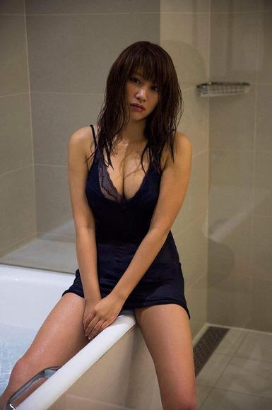 170525久松郁実のセクシー画像005