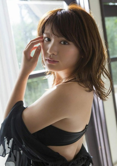 170525久松郁実のセクシー画像004